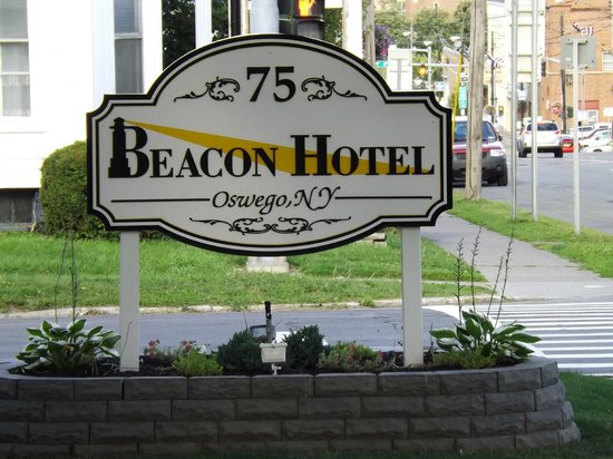 Beacon Hotel Oswego : Sign