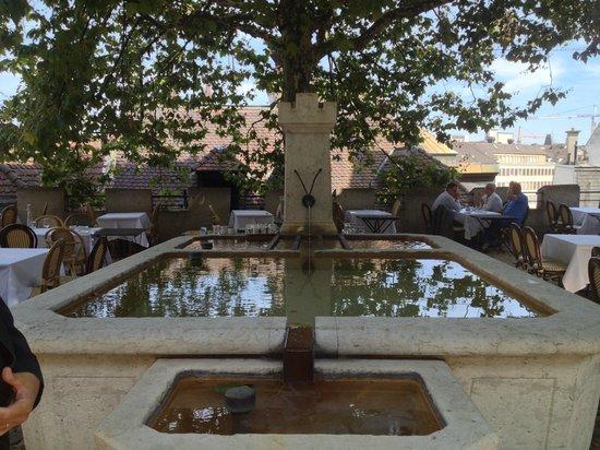 brasserie au violon: fountain in the open air area