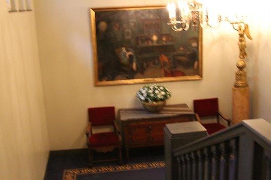 Hotel Bristol: Stairwell