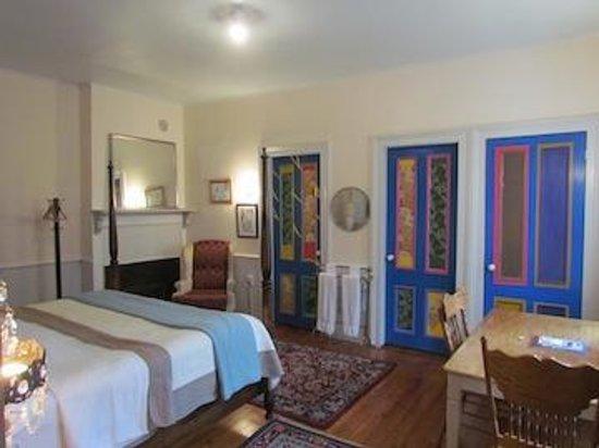 26 Warren B & B: The Doors in Edward Suite