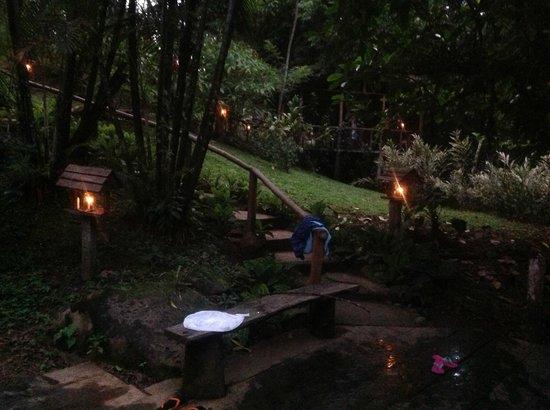La Carolina Lodge: Abend, Abgang zum Pool