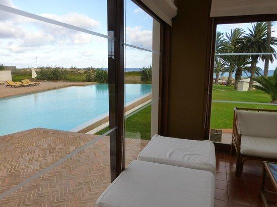 Hotel Porto Santo & SPA : Bar d'hôtel avec vue sur la piscine extérieure