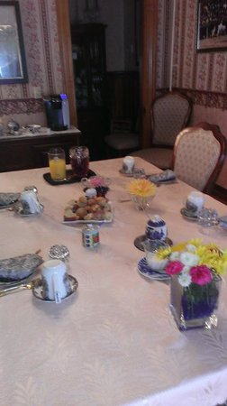Cheney House Bed & Breakfast: Breakfast, yum!!!