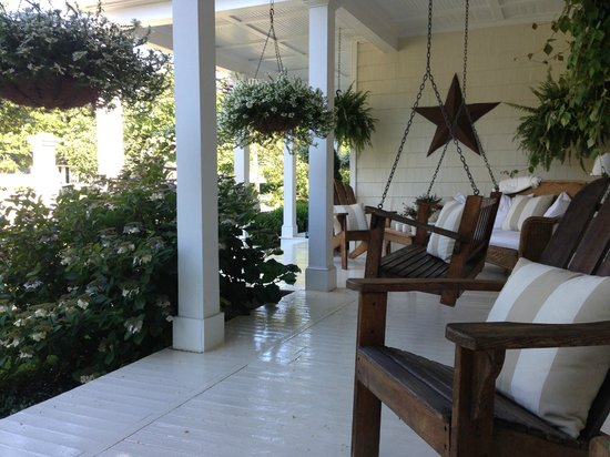 The Morning Glory Bed & Breakfast: Porch / Veranda