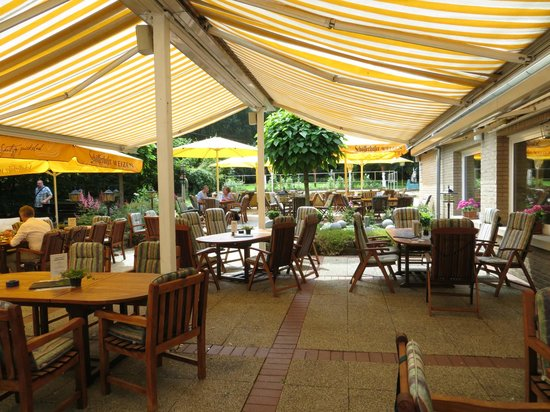 Hotel Busch Atter: outdoor eating area