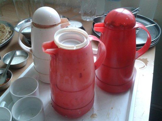 Hotel Maya Deluxe: Broken Tea flask