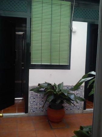 Pension San Pancracio: área do banheiro coletivo