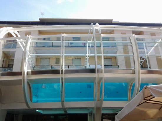 Hotel Boemia: la splendida ed unica piscina