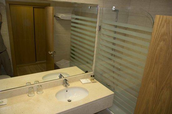 Hotel Caravelas: Baño