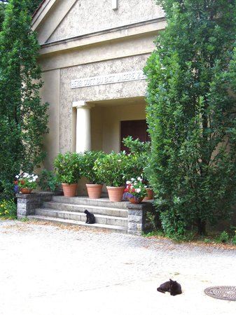 Dorotheenstadt Cemetery: A crypt, with groundskeeper's cats