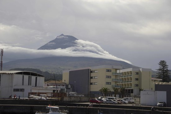 Hotel Caravelas: El hotel con la montaña de Pico al fondo