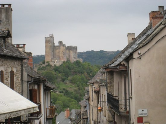 Forteresse de Najac: vista del fuerte desde el pueblo
