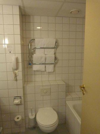 First Hotel Millennium : Bathroom