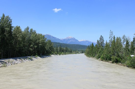 Kicking Horse Pedestrian Bridge: The view from midspan