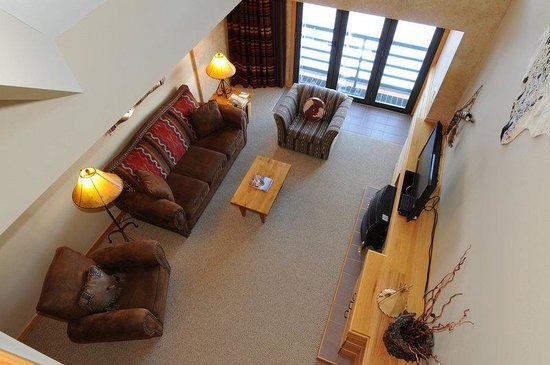 Saddle Ridge Condominiums: Living