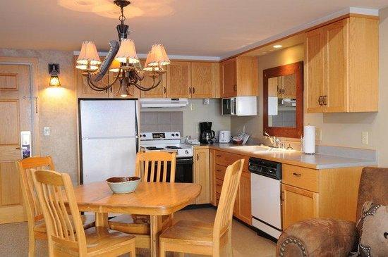 Saddle Ridge Condominiums: Kitchen