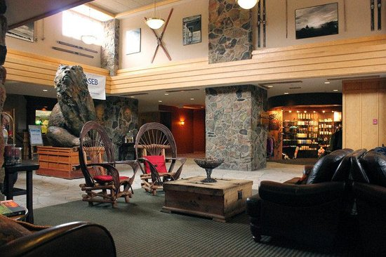Saddle Ridge Condominiums: Lobby