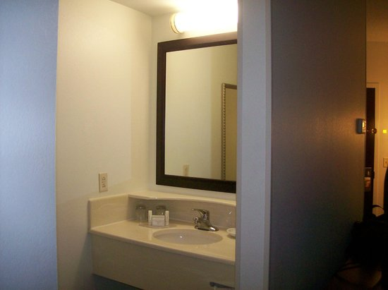 SpringHill Suites Florence: Bathroom Vanity Area