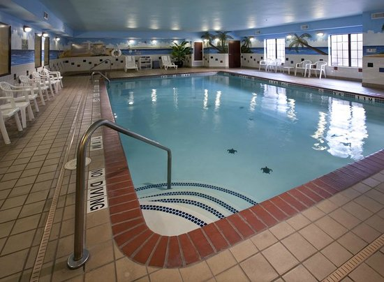 Quality Inn & Suites Near University: Indoor Pool & Spa