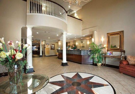 Quality Inn & Suites Near University : Lobby