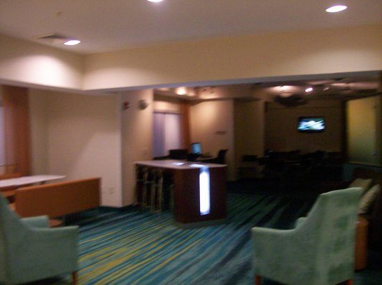 SpringHill Suites Florence : Sitting Area In Lobby and also Breakfast sitting