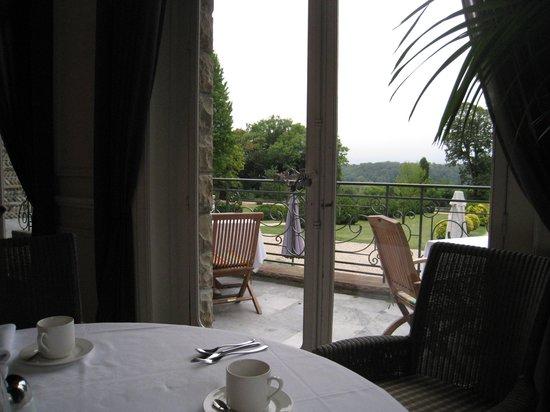 Hotel Villa Navarre : vista durante el desayuno
