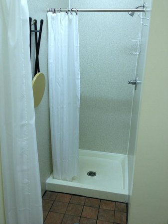 Adventures East Cottages: Clean showers