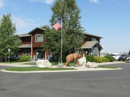 Yellowstone Grizzly RV Park: Main Registration Building