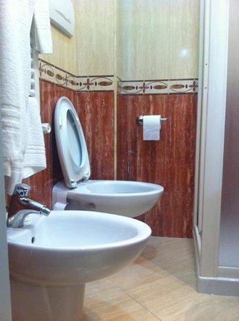 Esplanade Hotel: bagno piccolissimo