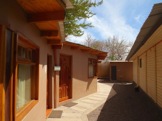 Quechua Hotel: Outside rooms