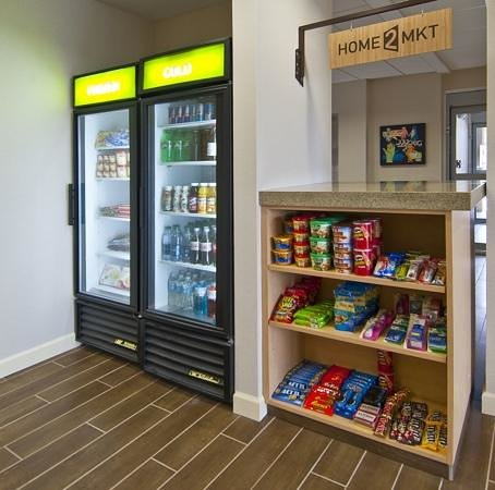 Home2 Suites by Hilton Jackson/Ridgeland: Home2 Mkt- Sundries Pantry