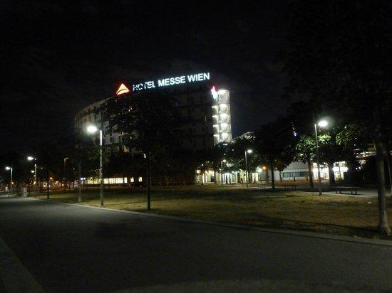 Austria Trend Hotel Messe Wien : Das Hotel by night