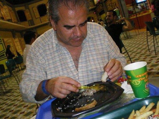 Montenegro, Colombia: Comiendo una Bandeja Paisa