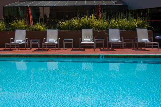 Sonesta Silicon Valley San Jose: Heated Pool