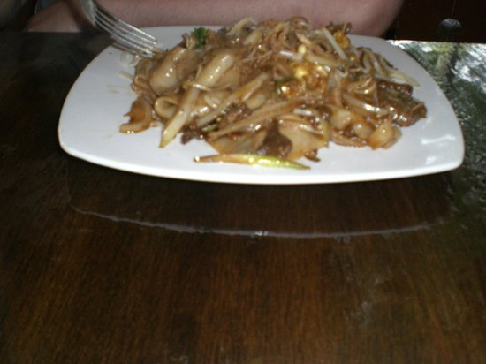 "Gaithersburg, Μέριλαντ: "" Fat Noodles"" dish with beeg"