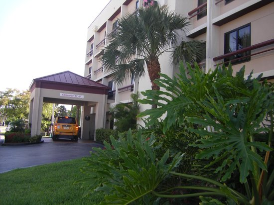 Red Roof Plus+ Miami Airport: entrada do Red Roof Inn