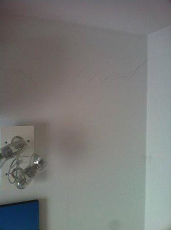 Hostalet Cadaques: grietas habitación
