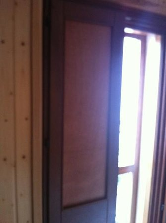 Hostalet Cadaques: puertas de tablero