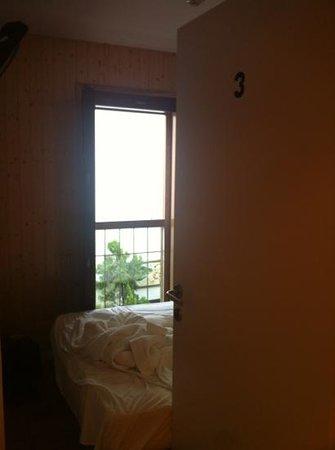 Hostalet Cadaques: habitacion minuscula