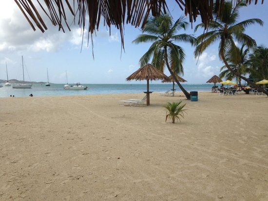 Hotel on the Cay: View of the beach