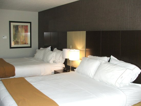Holiday Inn Express Hotel & Suites North Fremont : BEDS