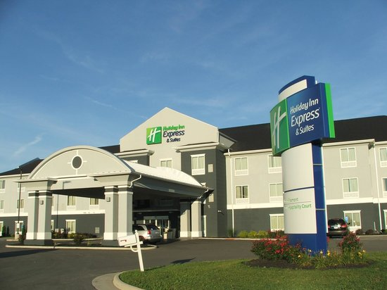 Holiday Inn Express Hotel & Suites North Fremont: EXTERIOR