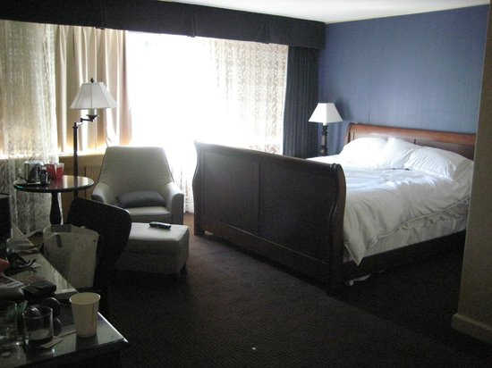 Sheraton Ottawa Hotel: Club King room - view from door