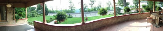 Park Place Bed & Breakfast: Amazing patio panorama