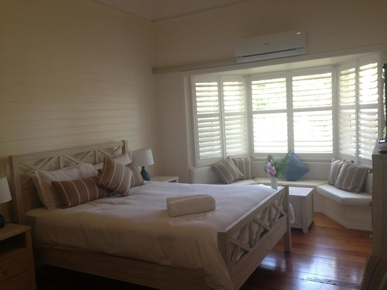 Arcadia House: Beach comber room, beautiful stay out of this world peaceful !