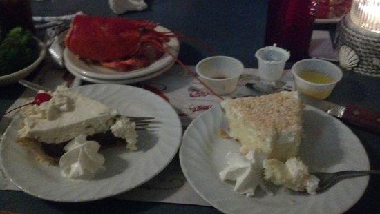 Captain Nicks: single pieter, chocolate cream pie, & coconut cream poor