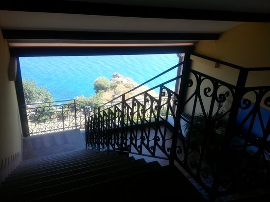 Baia Taormina-Grand Palace Hotel & Spa: vista anche dalla scalinata interna!