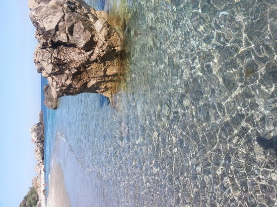 Baia Taormina-Grand Palace Hotel & Spa: la spiaggetta  ai piedi del'albergo...meravigliosa!
