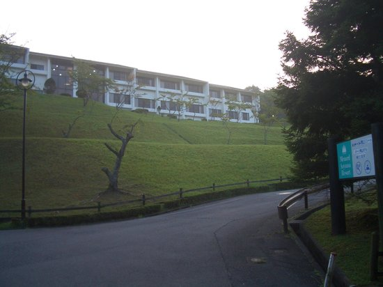 Cottage Swiss Village : 朝の散歩(青山ホテル入口)