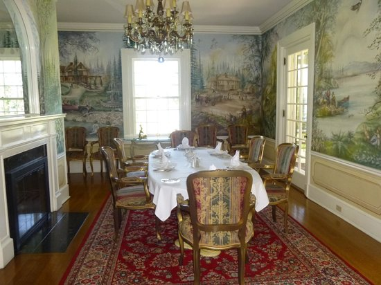 The Clark House On Hayden Lake: One of the dining rooms